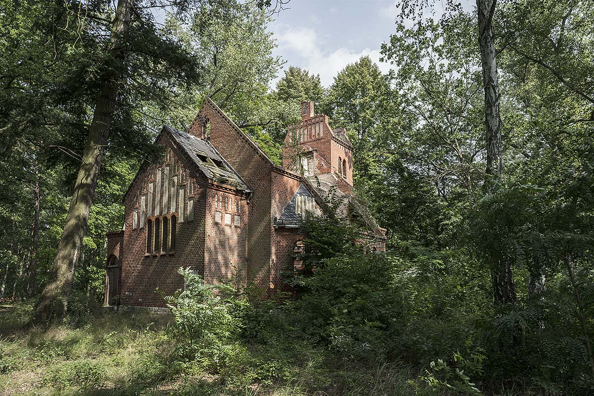 faithless #93, germany, 2017 (chapel from 1906 at grabowsee, part of a hospital for tuberculosis outside berlin. later the nazis and red army used as mil. hospital until the 90s. since then abandoned and used as movie set)