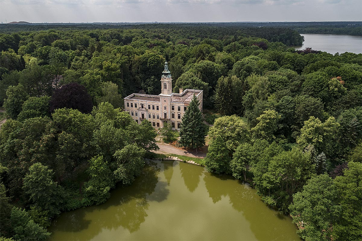 lost berlin #1, germany, 2017 (the castle Dammsmühle was visited by Napoleon, later owned by Himmler and then occupied by the Red Army. Later GDR high ranks used it as hunting lodge. After 1990 different concepts failed. abandoned since 2008)