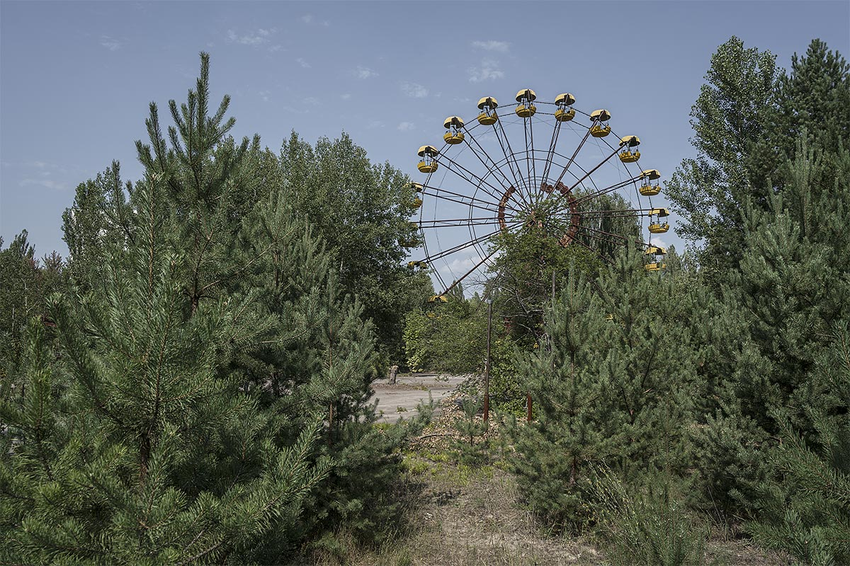 it was a pleasure #91, ukraine, 2017 (ferry wheel in pripyat abandoned after the chernobyl desaster)